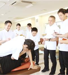 福岡市 堺整骨院の交通事故・むち打ち治療施術研修風景